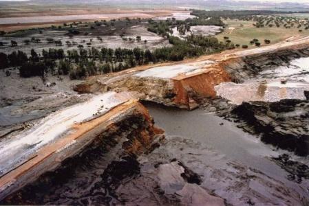 Conflictos derivados usos del agua Guadiamar