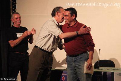 PREMIOS Abrazo de Horacio y Carlos